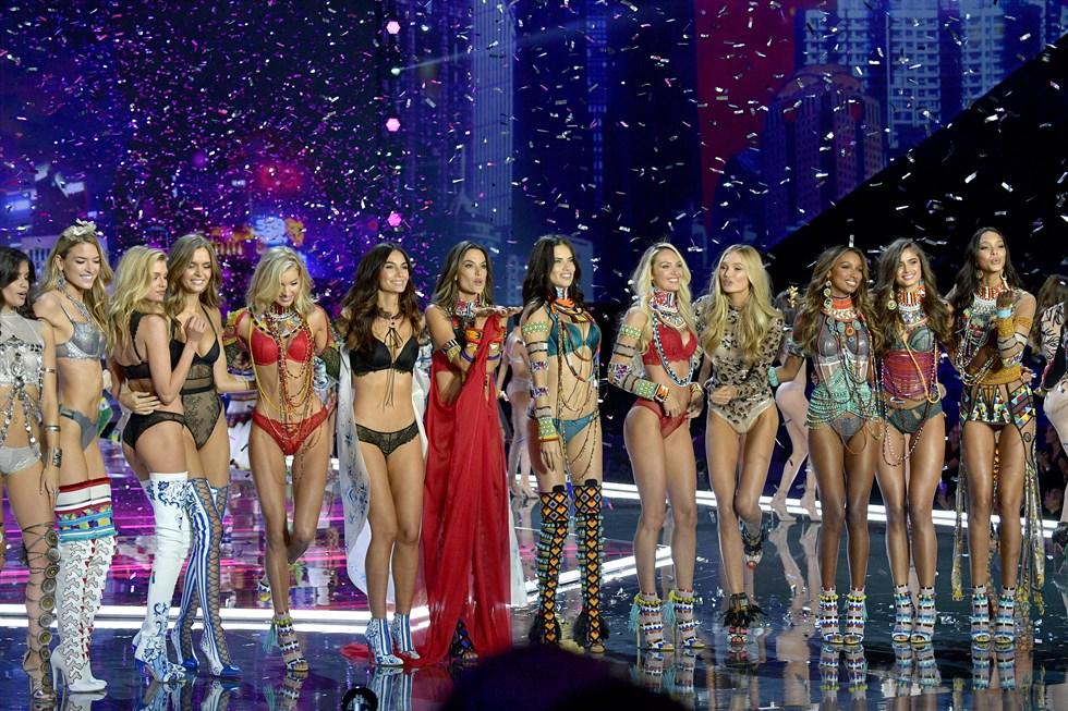 Los ángeles de Victoria's Secret vuelan en Shangai
