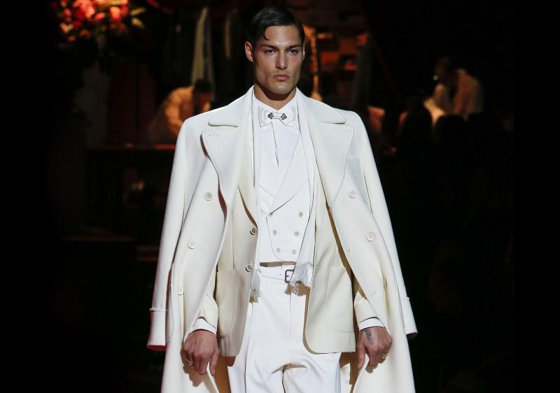Dolce&Gabbana viste el invierno masculino de brillo y terciopelo