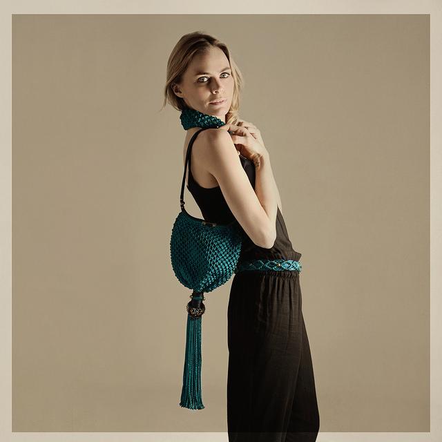 La modelo Verónica Blume posa con diseños de Iconic.