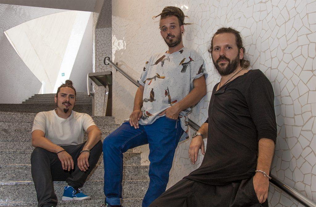 De izda a dcha, Marco, José y Jorge, creativos de X-Presion, posan en el Auditorio. / Foto: David Domínguez.