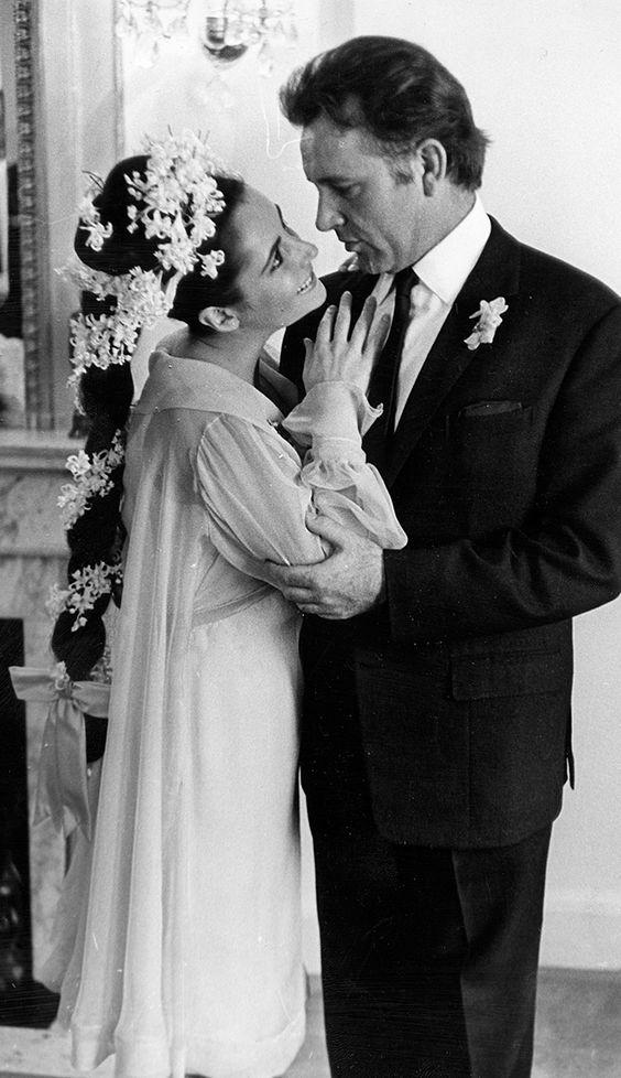 Elizabeth Taylor con vestido de Sharaff en su boda.