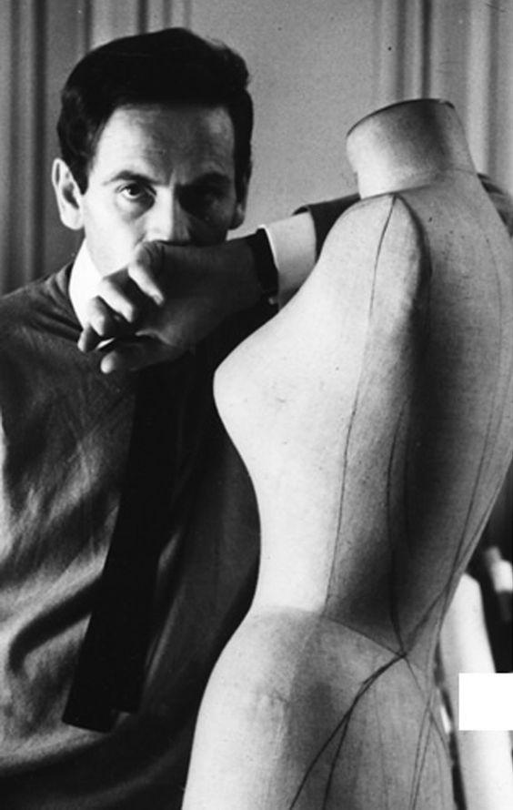 El diseñador, Pierre Cardin.