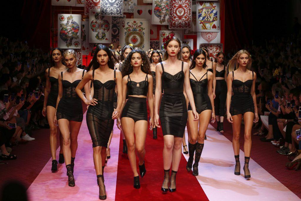 Dolce&Gabbana y Gucci cubren de exotismo la pasarela de Milán