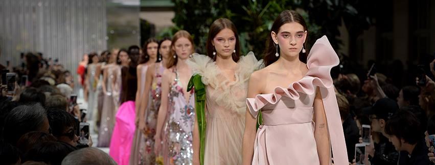 París brilla con Valentino, Elie Saab y Chanel