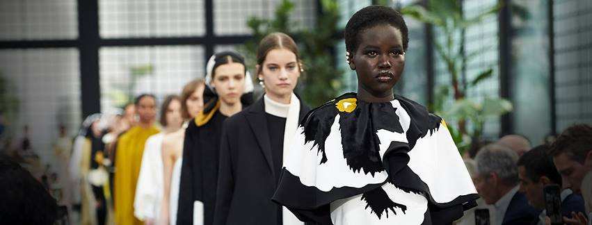 La piel y las flores triunfan en la Semana de la Moda de París