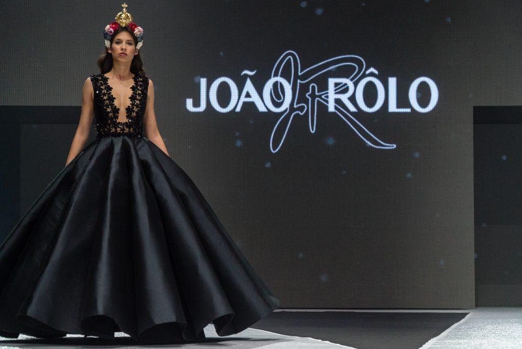 El glamour de las zarinas de João Rôlo conquista la pasarela de Tenerife