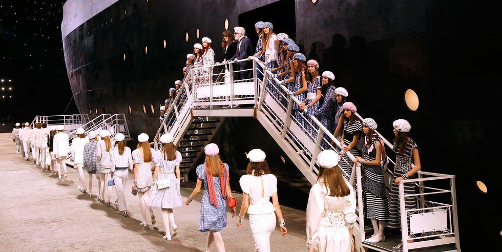 La colección Crucero de Chanel 2019 apuesta por el estilo navy