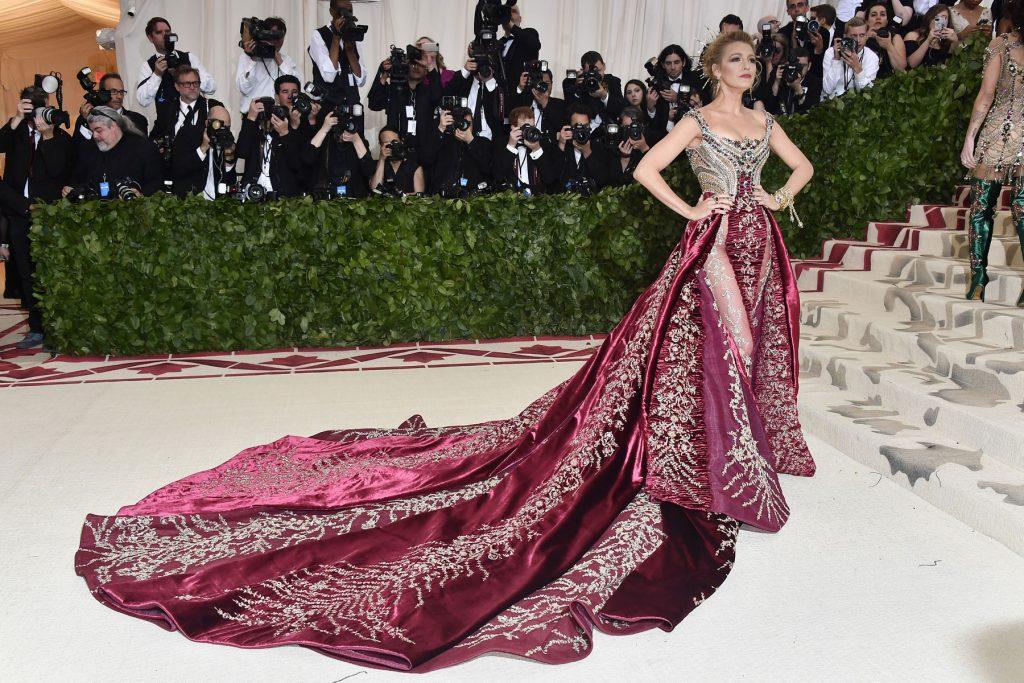La moda más celestial cubre la alfombra roja de la Gala MET