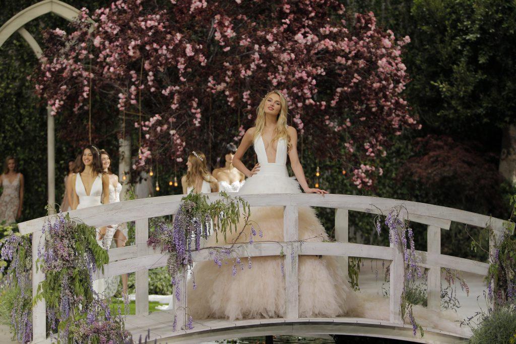 La sensualidad femenina irradia en la Barcelona Bridal (y II)