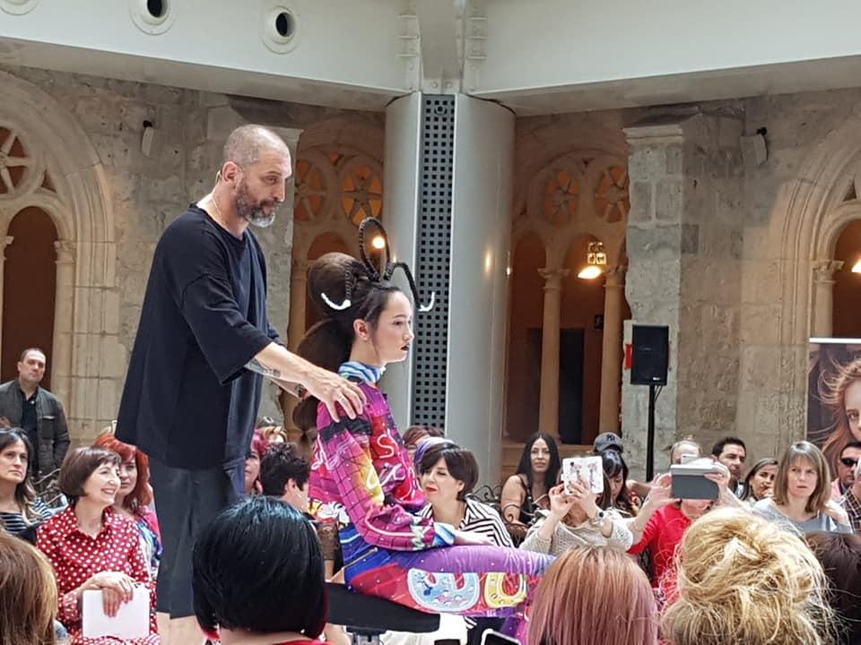 El estilista Juan Castañeda fusiona moda y belleza en la gala Wella