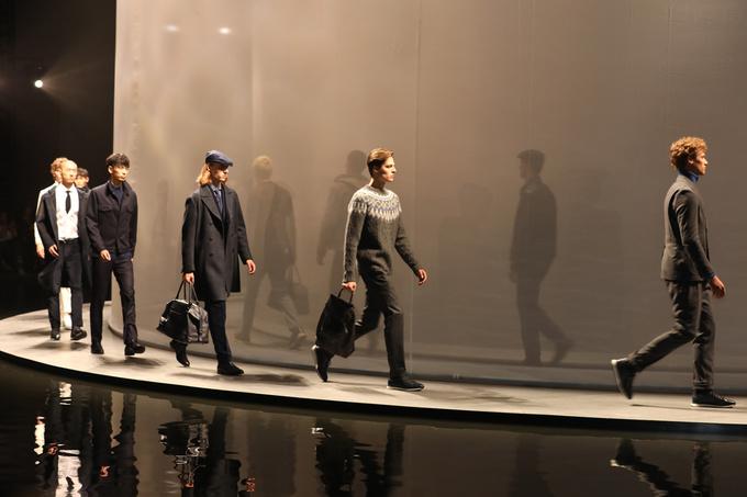 Massimo Dutti desfila en Shangai con su colección Woman & Men 2019