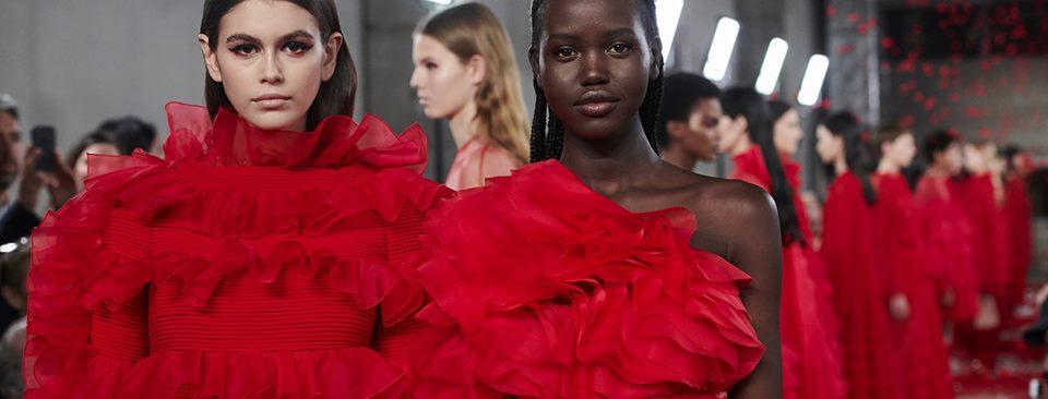 El icónico rojo Valentino reina en la nueva colección PreFall 2019