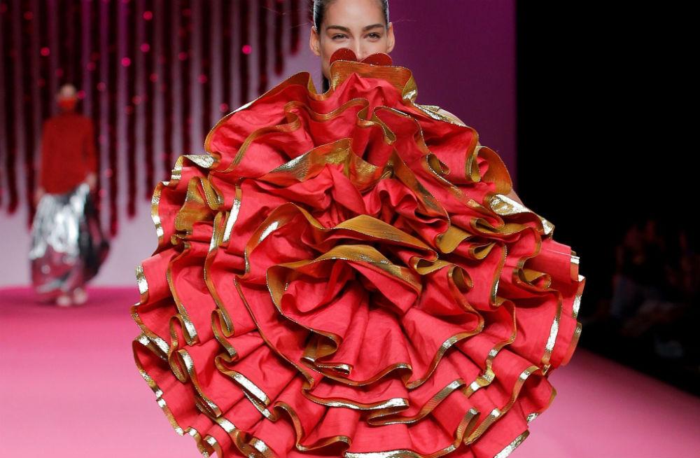 La seda de La Palma se exhibe en París con Ágatha Ruiz de la Prada