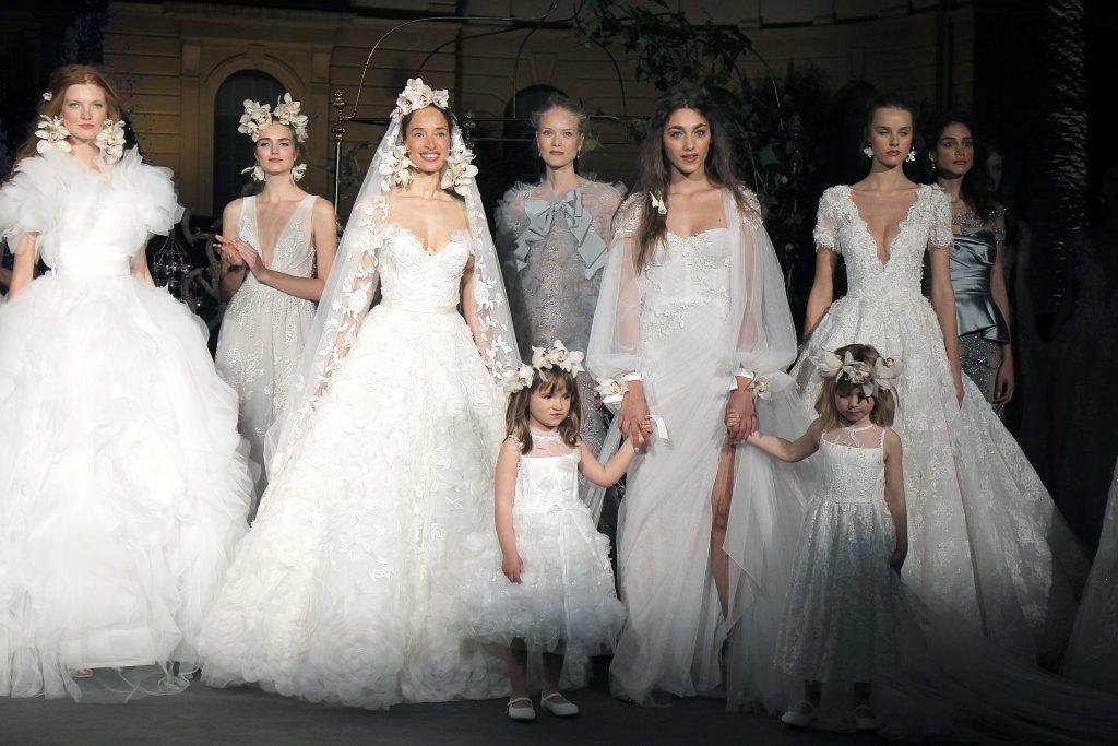 Romanticismo en color blanco tiñe la pasarela Barcelona Bridal