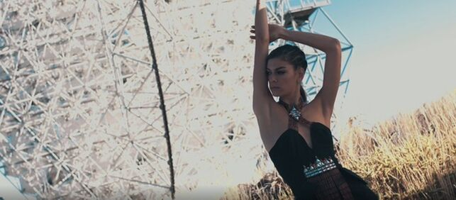 El palmero Andrés Acosta presenta en un fashion film su colección 'Awara'