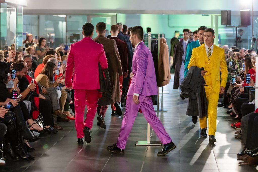 Color y el estilo 70's brilla en 'Ravel', la nueva colección de Lucas Balboa