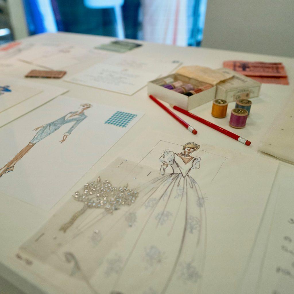 El vestido nupcial de Lady Di se exhibe por vez primera en Londres