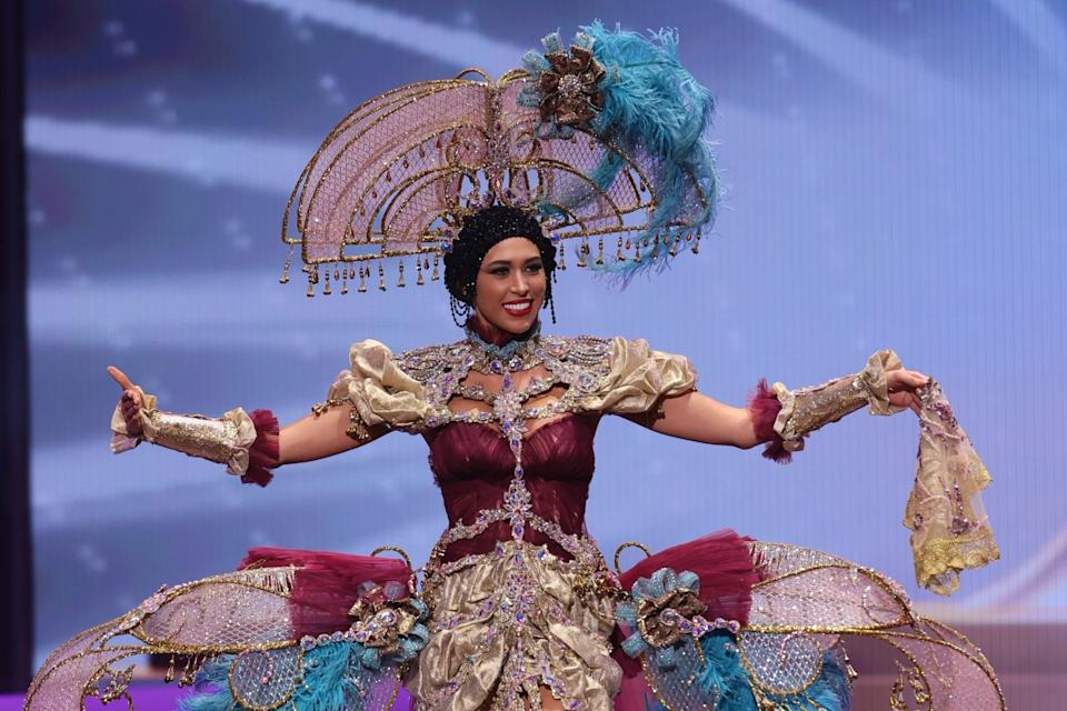 Santi Castro y M&M visten a la candidata española a Miss Universo
