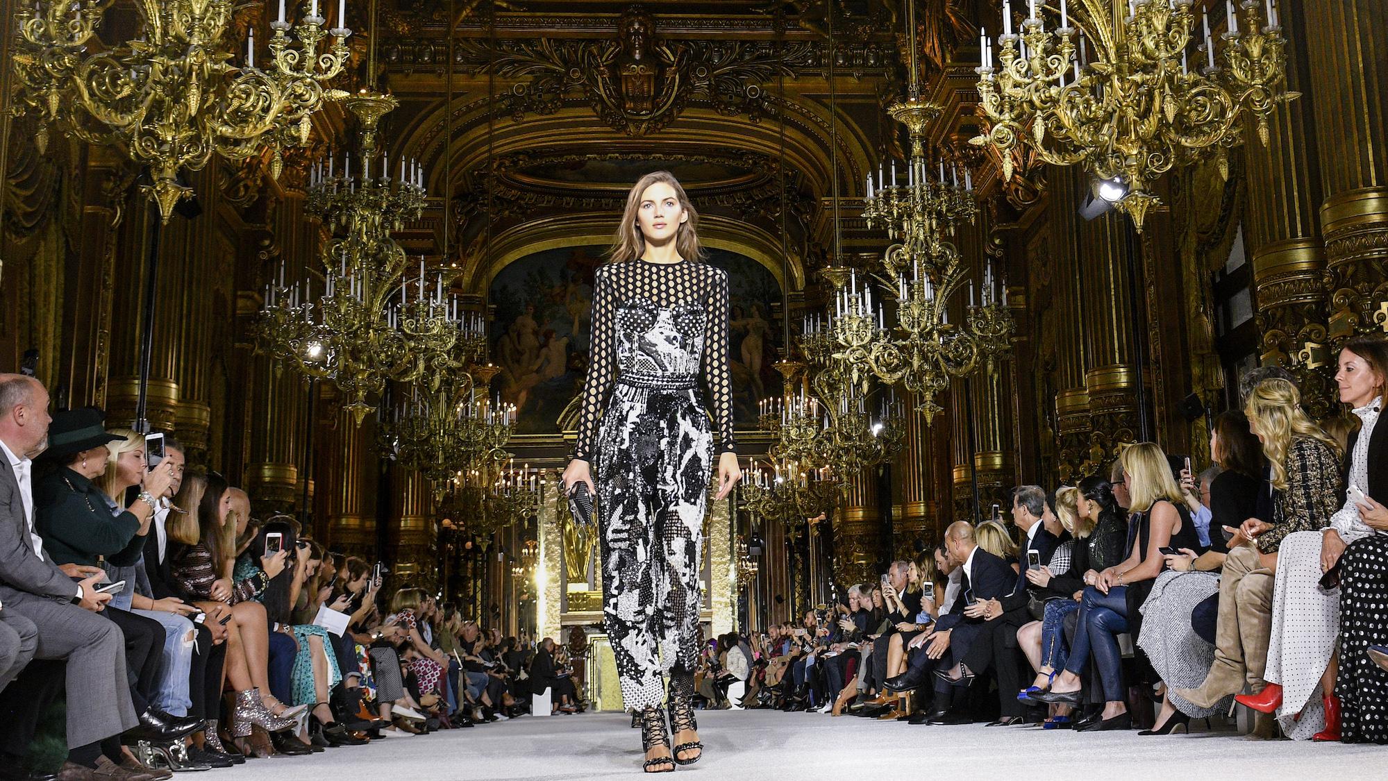 París recupera los desfiles presenciales