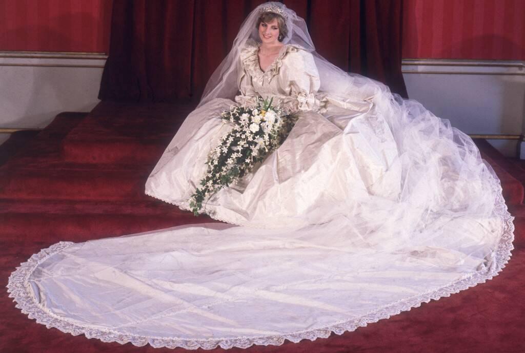El vestido de novia de Lady Di centra una exposición de moda de la realeza