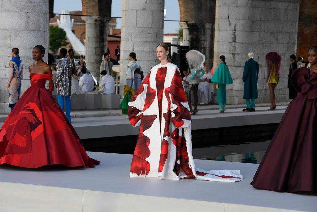 La Alta Costura regresa al glamour para vestir la nueva temporada